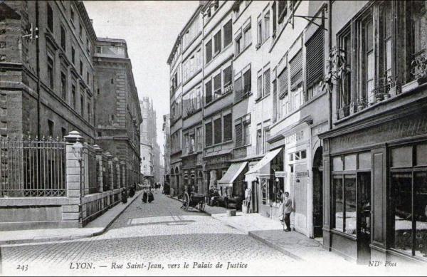 cf743a8c2b2 La rue Saint-Jean piétonne a 40 ans ! - Renaissance du Vieux-Lyon
